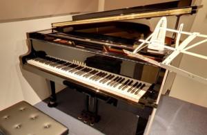 yamahaのピアノ、1か月に1回調律しています。大人の経験者の方でも大満足