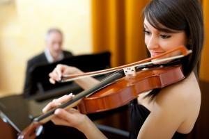 思っているよりバイオリンは格安です。東京は狭いので場所をとらないバイオリンという楽器の選択は◎