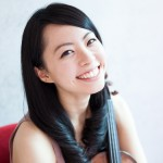ヴァイオリンを持った女性 初心者でも大丈夫