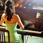 グランドピアノ、アップライトピアノで贅沢に練習